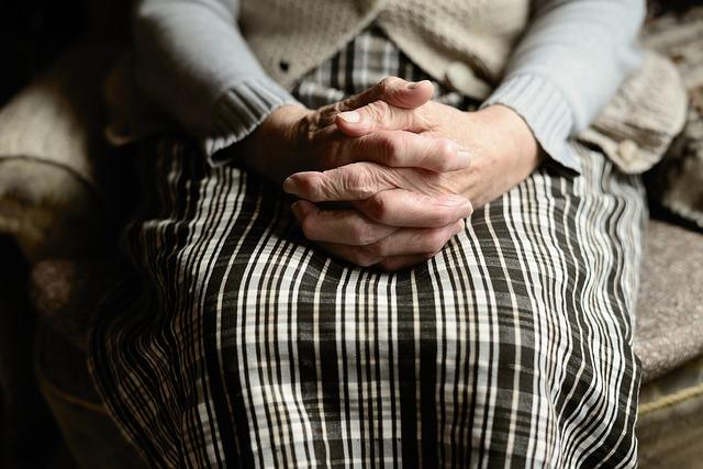 Jakie jest społeczne wyobrażenie osób starszych z punktu widzenia młodszej osoby?